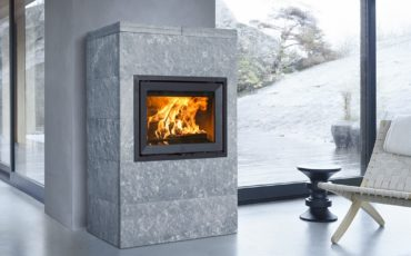 Jøtul FS 175 er en varmeakkumulerende omramming i kleberstein, tilpasset innsatsen Jøtul I 520